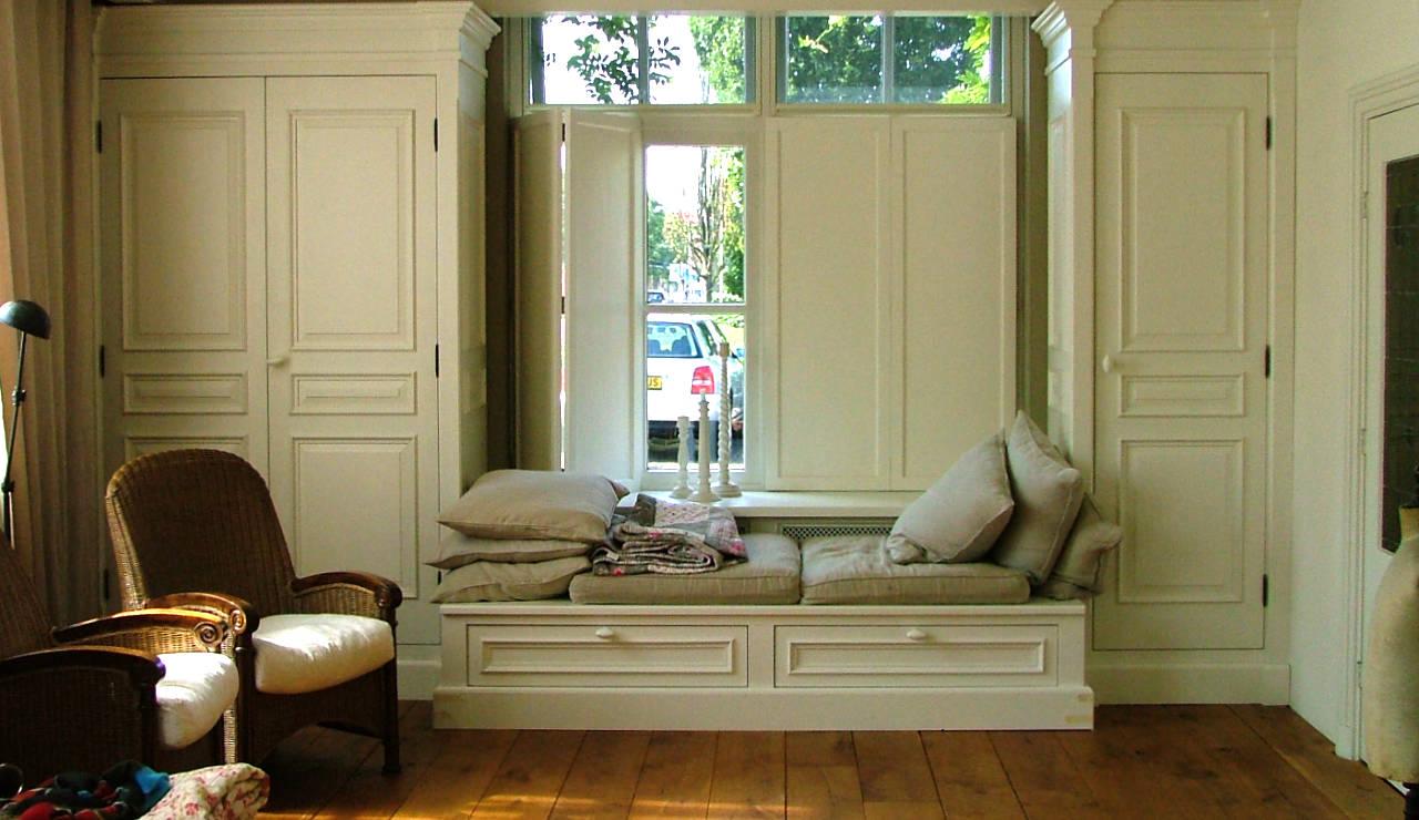 Wandkast in klassieke stijl, op maat gemaakt.