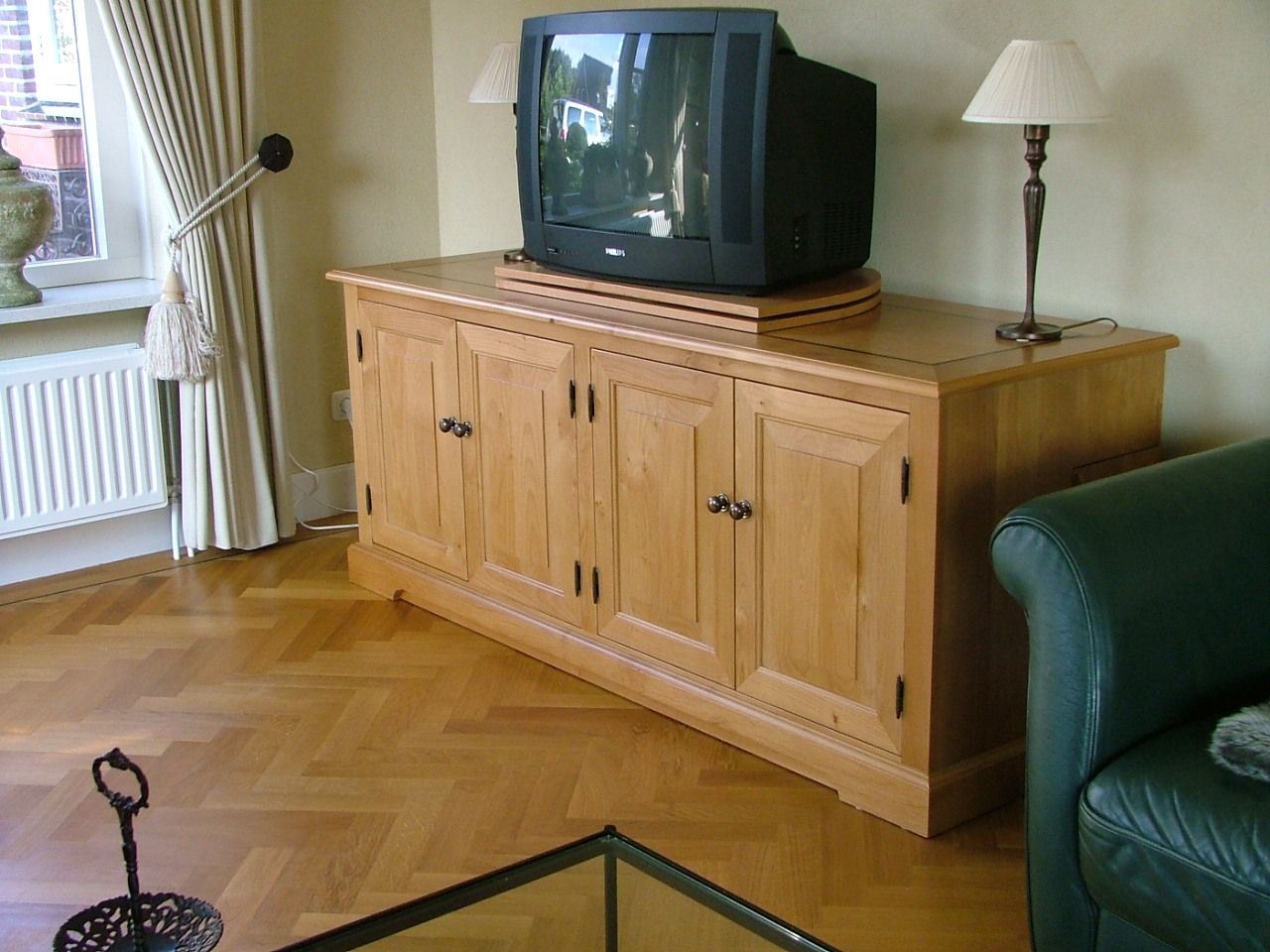 Audio video dressoir Red Alder maatwerk draaiplateau
