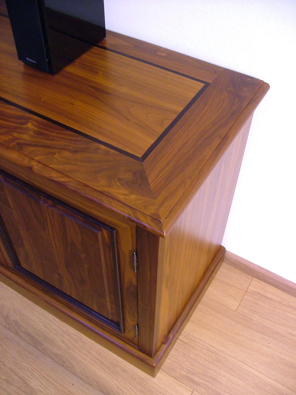 Een dressoir van Amerikaans noten op maat gemaakt