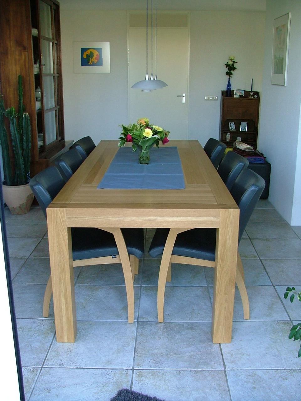 Grote eetkamer tafel op maat gemaakt van massief