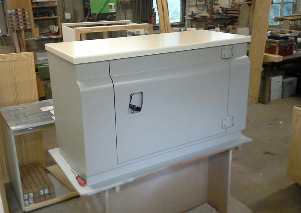 Minibar kast voorzien van een deur zoals in de Landrover defender.