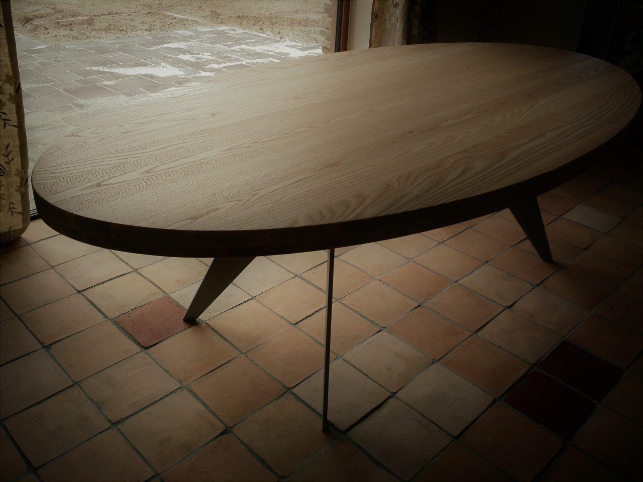 Ovale tafel uitgevoerd in massief Essen