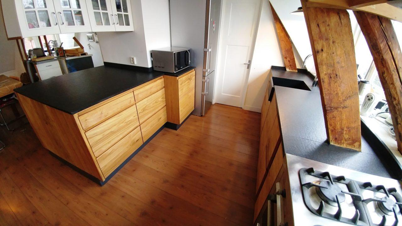 Landelijke keuken ecoplex en geolied rustiek eiken, volledig greeploos en soft-close te Groningen